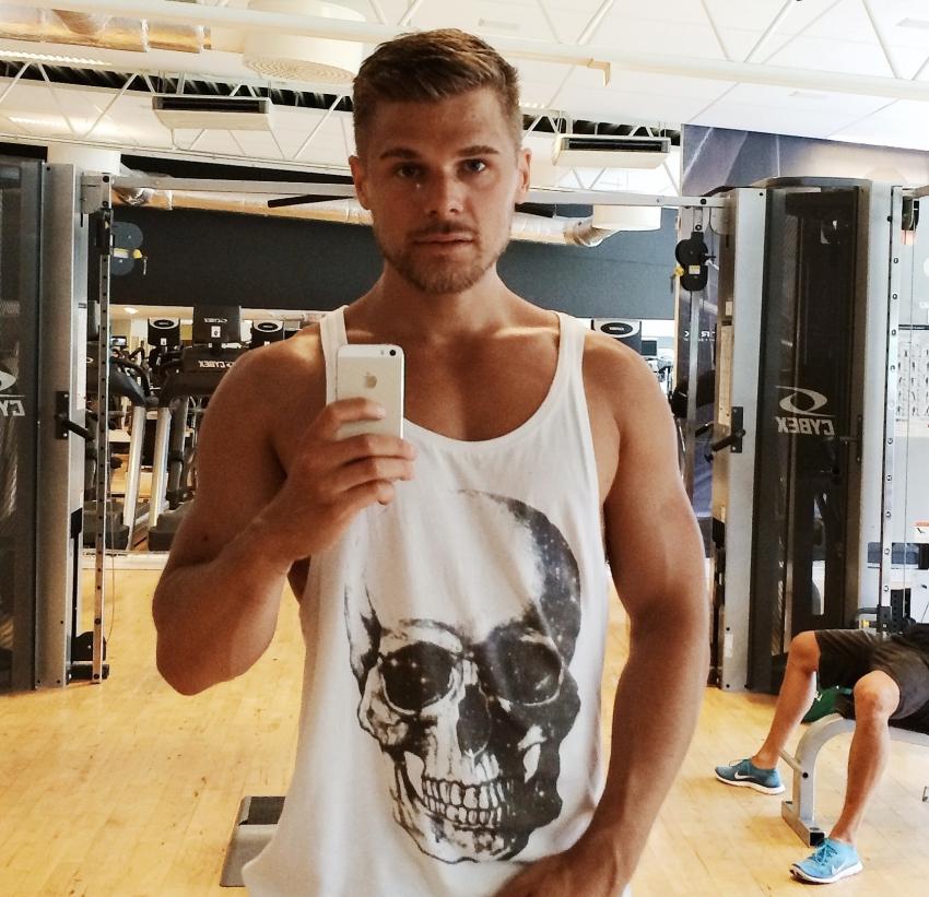 Träning på Nordic Wellness idag. Bror Martins bens i bakgrunden.